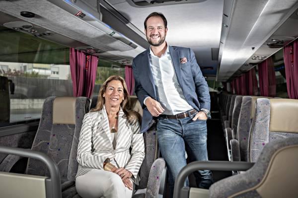 Nazly und Karim Twerenbold im Königsklasse Bus