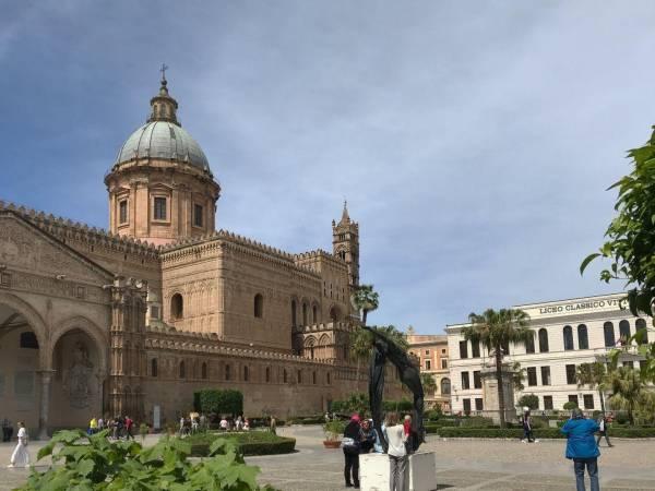 Der mächtige Dom von Palermo