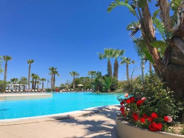 Erfrischender Pool im Acacia Resort