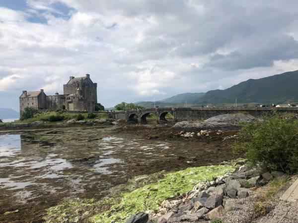 Eilean Donan Castle ist das Wahrzeichen der schottischen Highlands und Drehort vieler Kinofilme