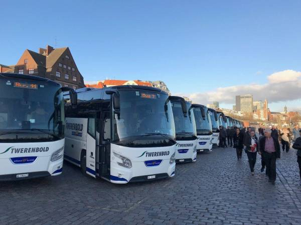 Die Busse stehen am Fischmarkt bereit